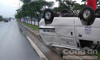 Ô tô bị tông 'chổng vó' trên đại lộ Mai Chí Thọ